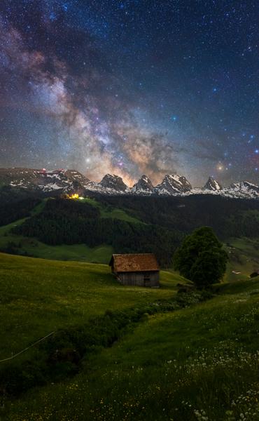 Blick zur Alp Sellamatt mit Milchstrasse